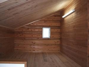 西川材の杉板張のロフト