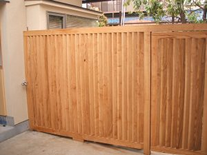 栗材の門扉