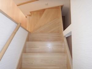 ⑤2階から階段を見る640480