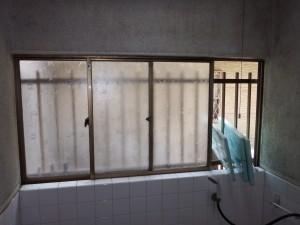 浴室窓交換施工前