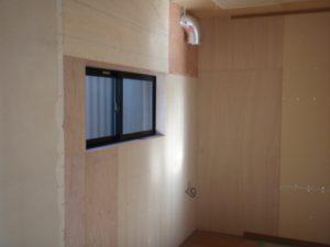 キッチン下地に合板を施工。