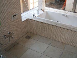 お庭が見える浴室