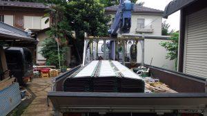 屋根材料搬入