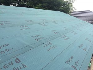 屋根アスファルトルーフィング敷き
