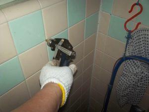 シロアリ 浴室壁薬剤注入